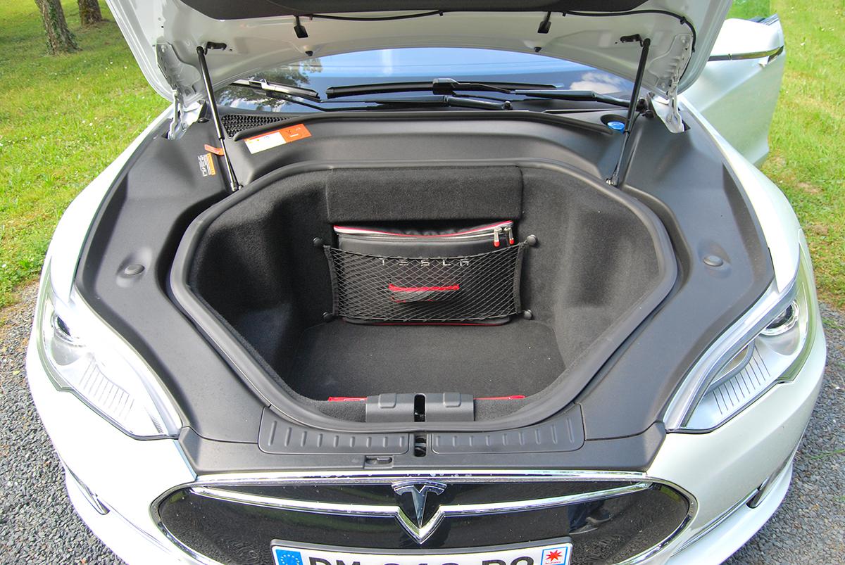 test de la tesla p85 avec drivelectric soci t de location de voitures de prestige tesla. Black Bedroom Furniture Sets. Home Design Ideas